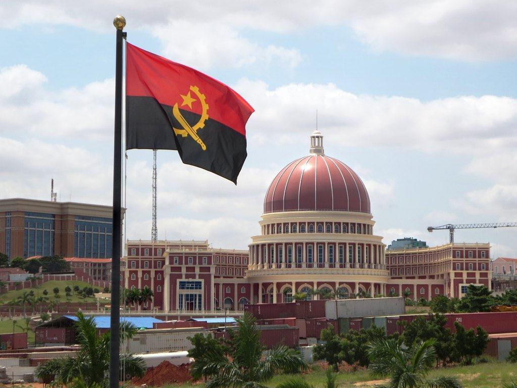 Angola e o Futuro: caminhos da História e trilhas do presente